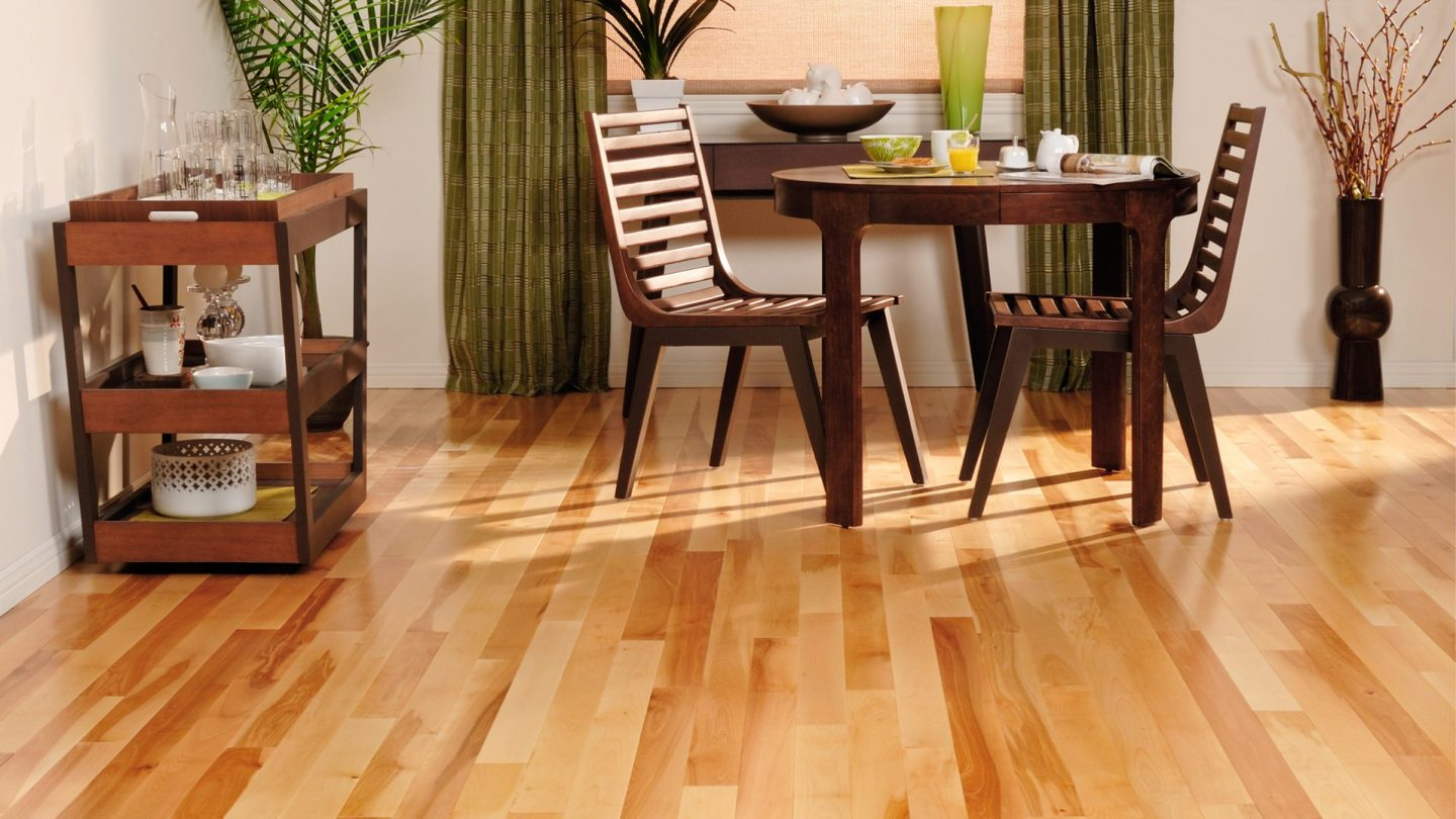 Yellow birch natural variation | Dubeau hardwood floors | Dining room decor
